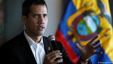 Photo of Venezuela's Juan Guaido returns home, risk arrest