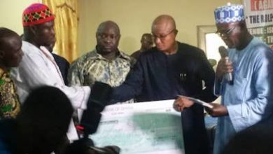 Photo of Govt presents GH¢1.7m to families of victims of Manso Nkwanta shooting