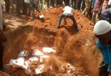 Photo of 35 Kintampo-Techiman accident victims given mass burial
