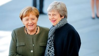 Photo of May meets Merkel for Brexit delay call