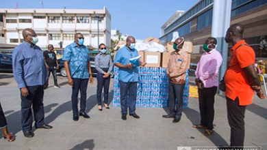 Photo of Former Pres Mahama donates to Ridge Hospital