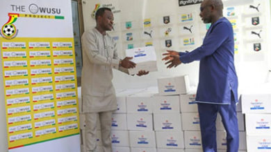 Photo of GFA receives hand sanitizers from Stars' player Samuel Owusu