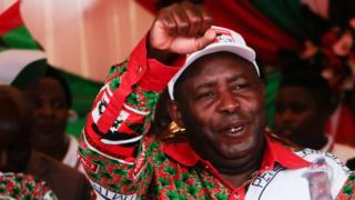 Photo of New Burundi leader sworn in after president died