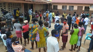Photo of Day 2 Voters registration exercise: Social distancing defiance persists as guarantor system slows down process