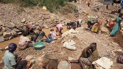 Photo of Dozens feared dead as DR Congo gold mine caves in