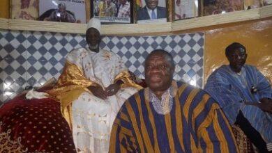 Photo of Dr Ibrahim Awal donates to Yaa-Naa, others for Damba festival